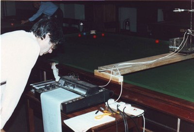Measuring static electricity on a snooker table