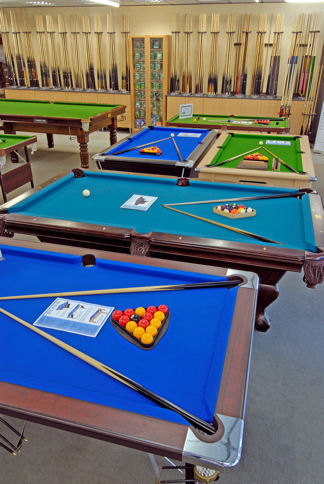 069_Home Pool Tables & Snooker Cue Slection